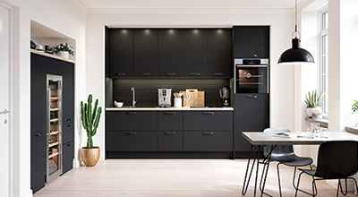 cuisine foncitonnelle contemporaine la finition ultra brillante pour un rendu proche de l. Black Bedroom Furniture Sets. Home Design Ideas
