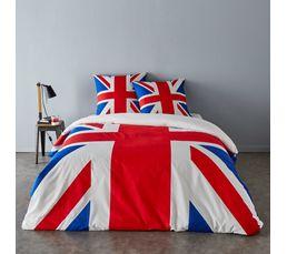 Pour un style 100% British ! 100% coton. Composition : 100% coton. 52 fils/cm². Dimensions en cm : Housse de couette 240x220 + 2 taies d'oreiller 65x65 cm . Impression drapeau UK.