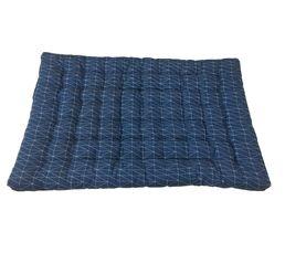 Convient à la mezzanine banquette STUDIO. Structure : Housse coton imprimé. Garnissage en fibres de polyester recyclée. Coloris bleu nuit avec impression blanche. Couchage en cm : 110 x 190 cm. Dimensions en cm : L. 135 - H. 10 - P. 190 cm.