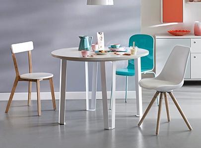 interesting chaises with la maison des chaises route de grenoble saint priest. Black Bedroom Furniture Sets. Home Design Ideas