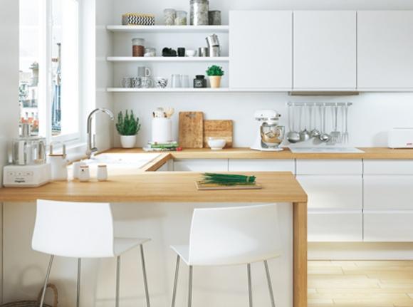 Les cuisines blanches laqu es ou mates intemporelles et - Cuisine en bois blanc ...